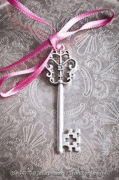 Trevillion Images - key-on-tray-with-ribbon