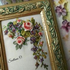 No photo description available. Embroidery Neck Designs, Embroidery Flowers Pattern, Hand Embroidery Designs, Beaded Embroidery, Embroidery Patterns, Brazilian Embroidery Stitches, Embroidered Roses, Needlework, Monogram