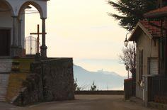 Il castello borromeo di Angera visto da Comnago, Lesa Piemonte
