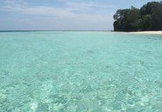 6 Tempat dengan Laut Sebening Kaca di Indonesia