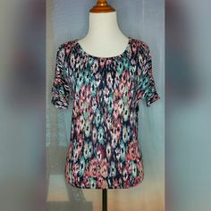 PRINTED COLD SHOULDER SHIRT Size Small. Colorful Floral print. Short sleeve. Cold shoulder. Like new. Forever 21 Tops Tees - Short Sleeve