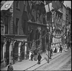 Dame street in Dublin during a visit to Ireland by King George V and Queen Mary, July 1911.