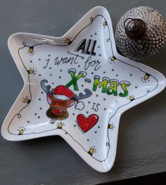 kerst diy porseleinverf Christmas Projects, Christmas Crafts, Christmas Ornaments, Sharpie Plates, Plate Drawing, Make Do And Mend, Diy Letters, Instagram Widget, Blond Amsterdam