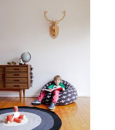 A quick start with nice images and only a few words ... the new beautiful rugs from La de dah Kids. If you are in the mood for an interest read ... hop over to La de Dah's blog and...