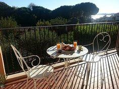Breakfast on the balcony- Fresh orange juice, good coffee,croissant and pain au chocolat -You can swim it off!   http://sousleausoleil.wix.com/exactement      https://www.abritel.fr/location-vacances/p1076616