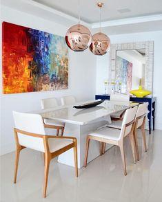 Móveis laqueados: vantagens, 40 inspirações lindas e como fazer (VÍDEOS) Dinning Room Wall Decor, Dining Table Design, Dining Table Chairs, Dining Area, Interior Design Your Home, Dinner Room, Decoration, Furniture, 3d