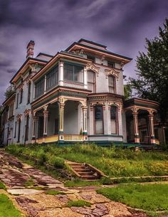 Abandoned beauty in Hannibal, Missouri
