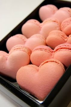 Oh these heart shaped french macarons would be perfect for Valentine's Day!! <3 <3