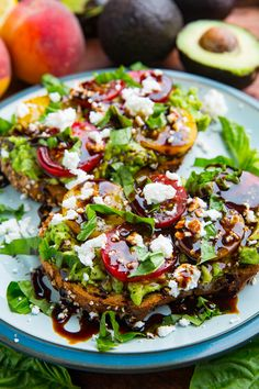 Tomato and Goat Cheese Avocado Toast with Balsamic Glaze Tomaten-Ziegenkäse-Avocado-Toast mit Balsamico-Glasur Avocado Dessert, Lunch Snacks, Clean Eating Snacks, Healthy Eating, Tuna Lunch Ideas, Best Nutrition Food, Health And Nutrition, Sports Nutrition, Ideas Tostadas