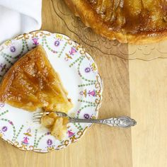 Tarte tatin aux pommes traditionnelle Apple Pie Cake, Apple Pies, Dessert Aux Fruits, Vegan Desserts, Scones, Camembert Cheese, French Toast, Sweet Tooth, Clean Eating