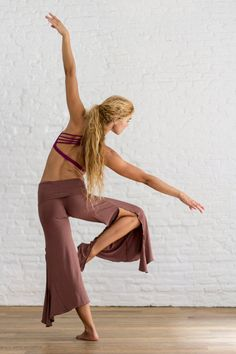 Feel better than naked! Jaya Pants are super flowy, comfortable and look great with just about everything. Stretchy waistband can be folded on the