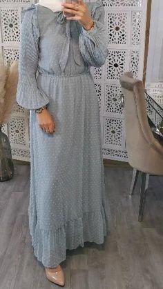 Modest Fashion Hijab, Stylish Hijab, Abaya Fashion, Fashion Dresses, Hijab Fashion Inspiration, Mode Inspiration, Muslim Women Fashion, Hijab Fashionista, Outfit Look