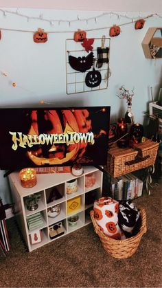 Halloween Room Decor, Halloween Inspo, Halloween Season, Halloween House, Fall Halloween, Halloween Crafts, Halloween Decorations, Fall Bedroom Decor, Fall Decor