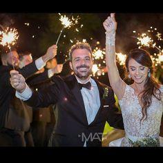 Celebrar con los amigos, es vivir la vida al estilo de #ZonaE  Foto @matfotografia   Contáctanos al 3106158616 / 3206750352 / 3106159806 y reserva desde ya, atendemos todos los días de la semana y fines de semana incluido festivos. www.zonae.com   #ZonaE #ElEstablo #ZonaELlangrande #BodasAlAireLibre #BodasCampestres #weddingplaner #bodasmedellin #bodas #Eventos #boda #wedding #destinationwedding #bodascolombia #tuboda #Love #Bride