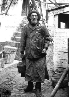 Fisherman, Henry Kitchen Newlyn, Cornwall, black and white vintage photo Vintage Pictures, Old Pictures, Old Photos, Black White Photos, Black And White, Old Fisherman, Sea Captain, Victorian Photos, Vintage Photographs