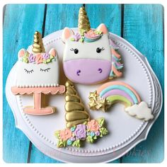 "142 Likes, 6 Comments - Kate Atsas (@sweetsurprisecookies) on Instagram: ""Unicorn birthday cookies 🦄 I am loving the gold from @trulymadplastics @thesweetdesignsshoppe…"""