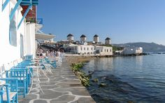 Yunanistan'ın en popüler adalarından olan Mikonos, dinlence yapmayı bitkinlik atmak ve rahatlık bulmak olarak değil de günün her saati eğlenmek, hatta dinç çıktığınız tatilden eve bitkin dönecek kadar eğlenmek olarak görüyorsanız tam size gore bir yer.   #Gereken #Görmeniz #Mikonosda #Yer