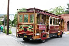 ride the trolley in Jacksonville, Oregon  ||  Cute, historic town in southern Oregon