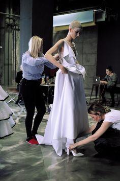 #shooting #weddingdress #minimal #simply #dress #couture #ribon # shorthair #wedding