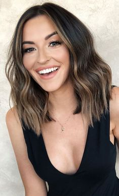 Blunt Haircut With Layers, Long Bob Hair Cuts, Bob With Layers, Blunt Haircut Medium, Lob For Thin Hair, Blunt Bob Haircuts, Medium Hair Cuts, Brunette Mid Length Hair, Blunt Bob Brunette