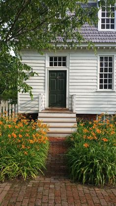The Orrell house on Francis Street decorated by orange lilies #colonialwilliamsburg