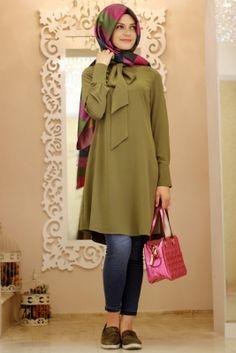Gamze Polat Haki Kravatlı Tesettür Tunik Casual Hijab Outfit, Hijab Dress, Modest Fashion, Hijab Fashion, Fashion Outfits, Moslem Fashion, Modele Hijab, Hijab Style, Islamic Fashion