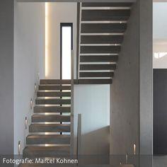 Schon immer wussten Baumeister und Bauherren die Vorzüge einer exponierten Höhenlage zu schätzen. Der Wunsch, den herrlichen Blick ins Rheintal auf Schritt…