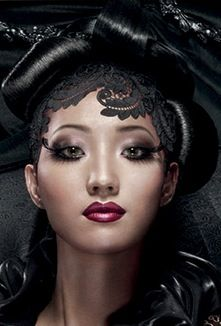 Kim as Black Queen for Marcel Wanders for Bijenkorf Make Up and Lace detail by Palapa hair by Norberto de Tomy