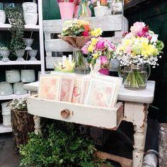 New little #vintagetable ❤ #littleflowers #bouquets #flowers #flowershop #vintage #interior #shabby #cologne #blumenmädchenköln #shabbychic #florist #sweet #lovely #cards #gifts #geschenke #blumenstrauß