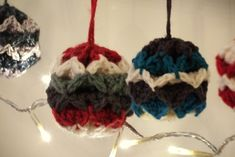 Simple Origami Christmas Baubles - Free crochet ornament pattern - tutorial video as well.  Too cute and looks so easy!