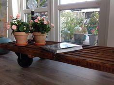 Vindueskarm af traller Decor, Furniture, Table, Home Decor, Coffee Table, Pallet Table