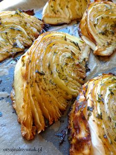 Pieczona kapusta | Oryginalny smak Vegan Recipes, Cooking Recipes, Vegan Dinners, Food Inspiration, Love Food, Food To Make, Food Porn, Food And Drink, Yummy Food