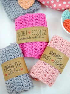 Looking for a simple and sweet way to wrap up your DIY gifts? These free crochet labels will help you dress up your pretty creations in seconds! I've created three Crochet Goodness Label designs to wr Diy Crochet Slippers, Crochet Bows, Free Crochet, Crochet Slipper Pattern, Crochet Patterns, Small Crochet Gifts, Gift Labels, Labels Free, Beer Labels