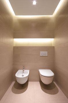 Me gusto detalle de iluminación en la pared. maybe bano de visita?