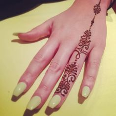 Henna beauty tipps mehndi flower pattern for henna drawing and tattoo decoration in ethnic oriental indian style Modern Henna Designs, Henna Tattoo Designs Simple, Finger Henna Designs, Mehndi Designs For Fingers, Wedding Mehndi Designs, Mehndi Art Designs, Latest Mehndi Designs, Beautiful Henna Designs, Easy Henna Tattoos