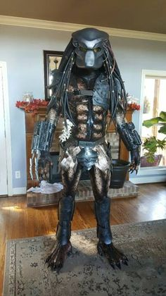 Dedicated Cosplayer Made His Own Awesome Predator Costume from Scratch & Wicked Awesome Predator Costume for Boy | Predator costume Predator ...
