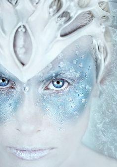 Snow queen for Halloween Snow Queen Makeup, Snow Makeup, Fantasy Make Up, Fantasias Halloween, Maquillaje Halloween, Theatrical Makeup, Fx Makeup, Mask Makeup, Makeup Contouring