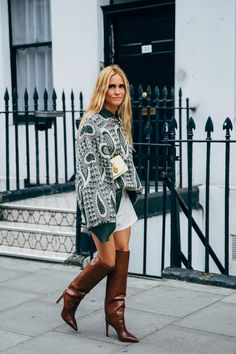 The end of New York Fashion Week means the street style set is poised for its London takeover. One part prim, prep, and punk, the vibe at London Fashion Week Fashion Week, Fashion 2020, London Fashion, New York Fashion, Fashion Looks, Fashion Trends, Tokyo Fashion, College Fashion, Uk Fashion