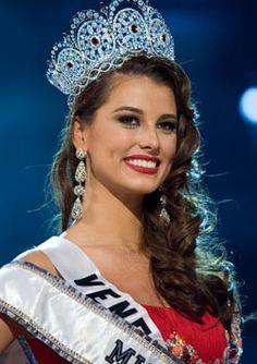 Miss Venezuela, Stefania Fernandez, was crowned Miss Universe 2009