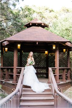 bridal-session-at-scenic-springs-wedding-venue-in-helotes-texas_0008