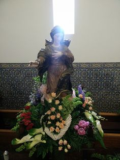 Lady Of Fatima, Mother Mary, Altar, Flower Arrangements, Christmas Tree, Holiday Decor, Flowers, Tropical Flower Arrangements, Church Flower Arrangements
