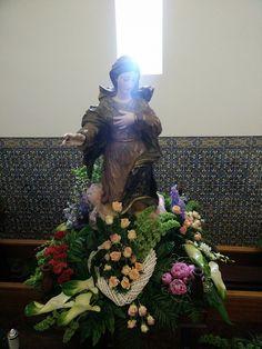 Orquideias - Soluções Florais - Últimos Trabalhos Lady Of Fatima, Mother Mary, Altar, Flower Arrangements, Christmas Tree, Holiday Decor, Flowers, Tropical Flower Arrangements, Church Flower Arrangements
