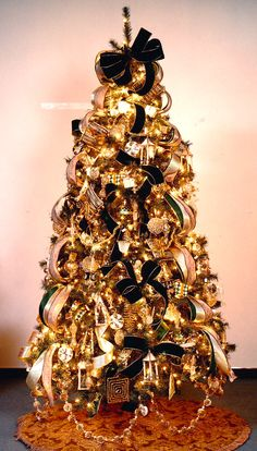 35 Black Christmas Tree Ideas 'coz everything else is just Background Noise - Hike n Dip I bet you agree that there is something magnetic and irrestible about the color black! Why not try some elegant Black christmas tree ideas for Christmas? White Xmas Tree, Black Christmas Trees, Beautiful Christmas Trees, Magical Christmas, Christmas Time, Xmas Trees, Elegant Christmas, Christmas Stuff, Christmas Wedding