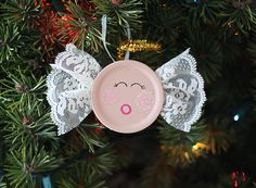 This Canning Lid Angel Ornament by @amandaformaro for Kix Cereal is a blushing beauty, and it's eco-friendly. We love green angel crafts!