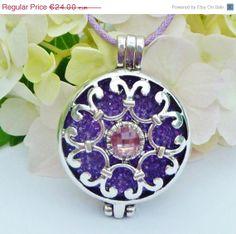 ON SALE Elegant locket necklace in three colours by Schmucktruhe, €16.80