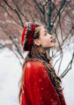 I Love Winter, Winter Colors, Winter Is Coming, Winter Beauty, Autumn Winter Fashion, Russian Winter, Warm Sweaters, Red Hats, Red Poppies