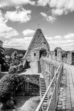 Burg Lindenfels eine Burgruine im Odenwald. Mai, Cathedral, Building, Travel, Ruins, Road Trip Destinations, Photographers, Buildings, Cathedrals