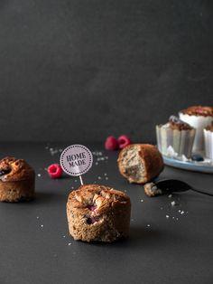 glutenfree muffins with blueberries and raspberries! Glutenfreie Muffins, ohne Laktose, Zucker & Soja, einmal mit Blaubeeren und einmal mit Himbeeren   freiknuspern - Rezepte für Allergiker!