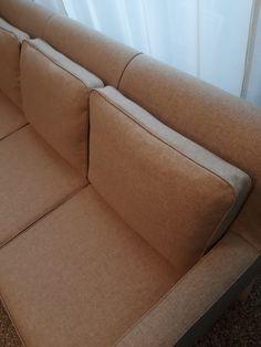 Artekin sohva uudessa asussa, Lauritzonin Country Soft-villalla verhoiltuna. Sofa, Couch, Villa, Country, Furniture, Home Decor, Settee, Settee, Decoration Home