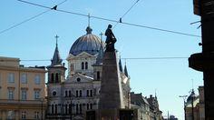 Plac Wolności to chyba jedno z najbardziej charakterystycznych miejsc w Łodzi Barcelona Cathedral, Building, Travel, Historia, Viajes, Buildings, Destinations, Traveling, Trips
